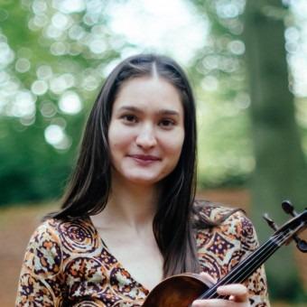 Ana Vasic - Vioollessen voor jong en oud Amsterdam. Klassiek tot wereld muziek. Speel viool en geniet van muziek!
