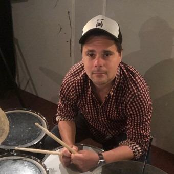 Privé drumlessen in alle stijlen. Drumles in Utrecht volg je  bij Bob Roos! Alle stijlen - Jongeren en volwassenen. Boek nu een proefles drummen!
