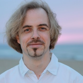 Private violin teacher Emile Junge for inspiring violin lessons in Scheveningen /The Hague. Beginners and advanced are welcome! Sign up for a trial violin lesson. Also online violin classes available.
