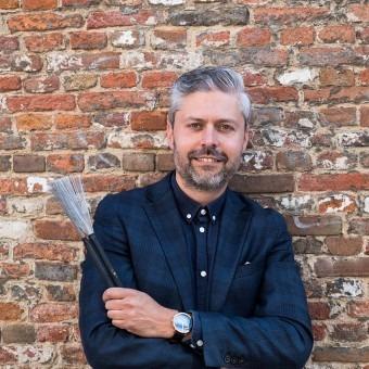 Drummen leer je bij Jean-Clair de Ruwe drumstudio in Den Haag - Vlakbij Stations CS en  HS - Gratis proefles voor jong en oud!