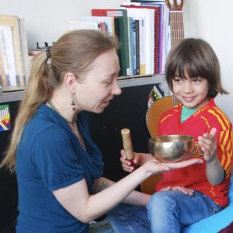 early Childhood Music Lessons  in The Hague - Leonie Roessler - Ukulele - Children Songs - Singing- Recorder - Piano. It's Fun!