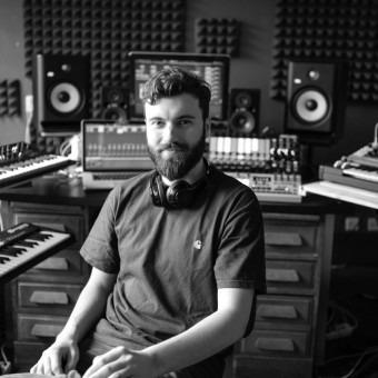 Michalis Michailidis - Mixen Masteren Dj Producerles Rotterdam voor jongeren en volwassenen.
