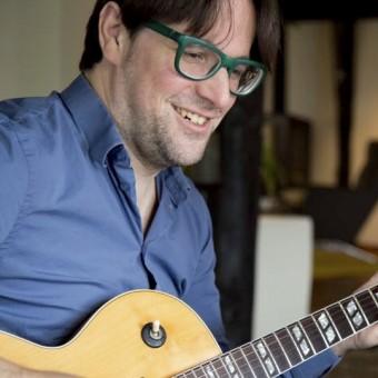 Akoestische en elektrische gitaarlessen voor jong en oud! Plezier in muziek! Pierre Jonker