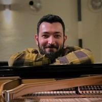 Alexandros Chouros - Pianoles klassiek tot wereldmuziek in Utrecht-  Pianolessen aan huis in Utrecht voor gevorderden en beginners.
