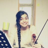 Vioolles in Rotterdam? Boek eerst een proefles bij viooldocent Çisem Özkurt. Vioolspelen voor volwassenen en jongeren!