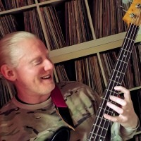 Basgitaarles /Basles/Bass guitar lessons in Den Haag Johnny Daly -