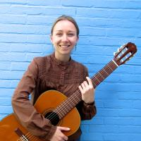Leonie Roessler - Private guitar lessons in The Hague - Ukulele lessons for all ages.