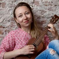 Leonie Roessler- Ukulele Workshops for Companies - Lessons In Den Haag for all ages!